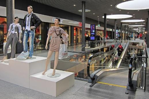 Können Einkaufsläden bald selber über ihre Öffnungszeiten entscheiden? (Foto: Juri Weiss)